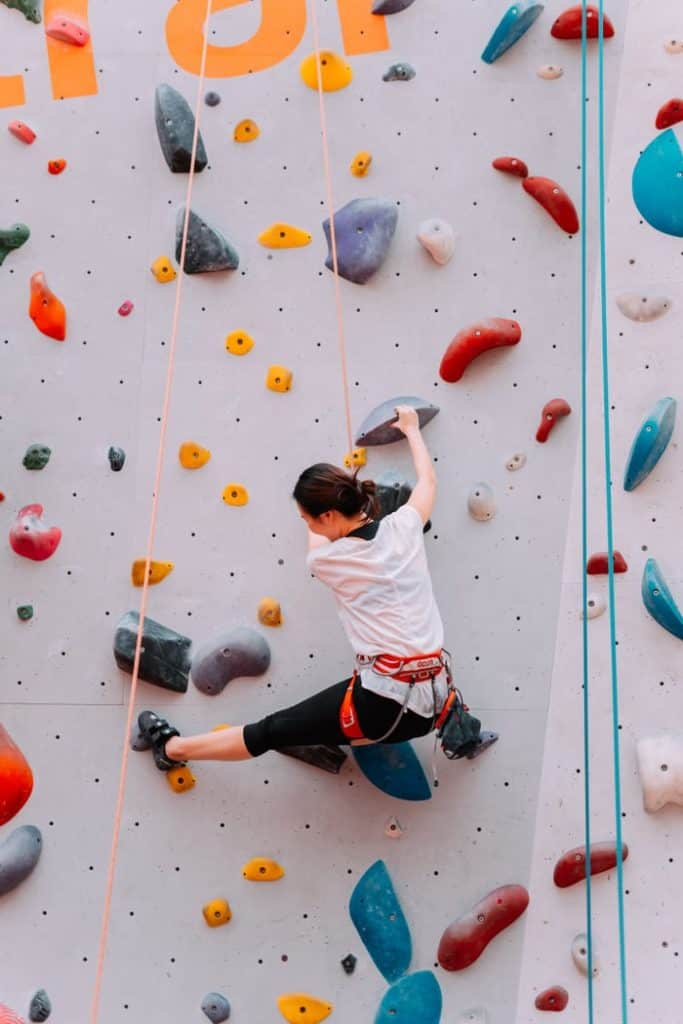 Things to know about indoor climbing wall